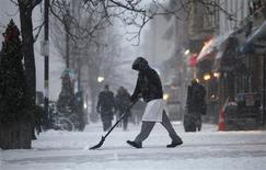 <p>A restaurant employee shovels a snow covered sidewalk in Hoboken, New Jersey, December 26, 2010. Up to a foot of snow is expected to fall in the New York area on Sunday and Monday as a storm moves through the East Coast of the U.S. REUTERS/Gary Hershorn</p>