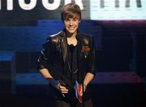 <p>Justin Bieber accepts the Breakthrough Artist Award at the 2010 American Music Awards in Los Angeles November 21, 2010. REUTERS/Mario Anzuoni</p>