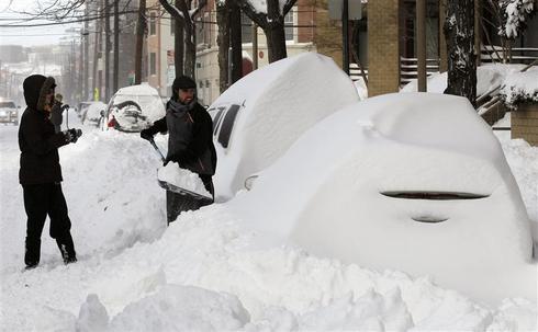 Blizzard pummels East Coast
