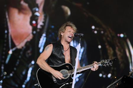 Jon Bon Jovi performs during the ''Rock in Rio'' music festival in Arganda del Rey near Madrid in this June 4, 2010 file photograph. REUTERS/Andrea Comas/Files