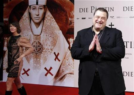Actors Johanna Wokalek of Germany (L) and John Goodman of the U.S. pose for pictures as they arrive for the world premier of the movie ''Die Paepstin'' (Pope Joan) in Berlin October 19, 2009. REUTERS/Thomas Peter