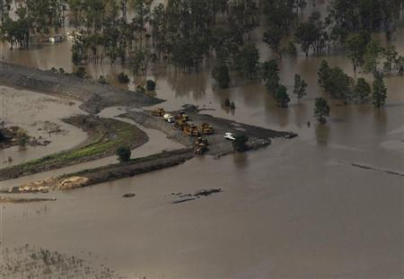 Machinery is seen in a coal mine surrounded by floodwaters in Baralaba, Queensland January 2, 2011. REUTERS/Daniel Munoz