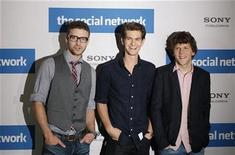 "<p>Actors Justin Timberlake, Andrew Garfield and Jesse Eisenberg (L-R) pose during a photocall to promote the movie ""The Social Network"" in Berlin, October 5, 2010. REUTERS/Thomas Peter</p>"