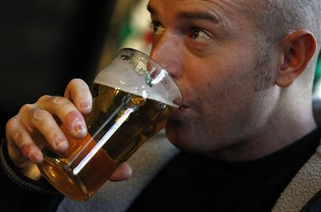 Lee Spyda, of Newcastle, northeast England, drinks a pint of beer in a pub in London January 4, 2011. British pubgoers could soon ditch their traditional pint in favour of a ''schooner'', a smaller measure of beer used in Australia, under government changes announced on Tuesday. REUTERS/Suzanne Plunkett