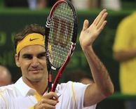 <p>Roger Federer comemora vitória sobre Thomas Schoorel na 1a rodada do Aberto do Catar, em Doha. 04/01/2011 REUTERS/Jamal Saidi</p>