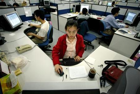 Chinese software engineers work on product solutions at the Neusoft Group Ltd headquarters in the northeastern city of Shenyang, capital of Liaoning province May 26, 2004. REUTERS/Claro Cortes IV