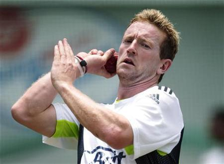 England's Paul Collingwood bowls in the nets during a team practice session at the Sydney Cricket Ground January 2, 2011. REUTERS/Tim Wimborne