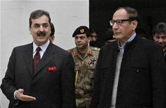 <p>Pakistani Prime Minister Yusuf Raza Gilani (L) walks with President of the Pakistan Muslim League, Chaudhry Shujaat Hussain, after meeting at Hussain's residence in Lahore January 3, 2011. REUTERS/Mohsin Raza</p>
