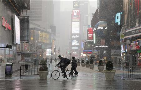 Snow falling in Times Square, January 7, 2011. REUTERS/Lucas Jackson