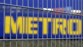 <p>The company logo of German retail group Metro AG is pictured behind a fence in Berlin, January 20, 2009. REUTERS/Tobias Schwarz</p>