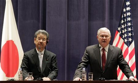 U.S. Secretary of Defense Robert Gates (R) and Japan's Defense Minister Toshimi Kitazawa attend their joint news conference at the Ministry of Defense in Tokyo, January 13, 2011. REUTERS/Koji Sasahara/Pool