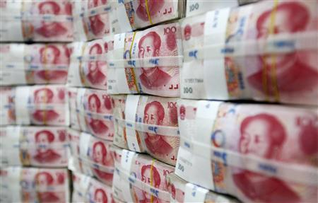 Chinese yuan notes are piled up after counting at a bank during a photo opportunity in Seoul in this October 8, 2010 file photograph. REUTERS/Lee Jae-Won/Files