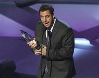<p>Actor Adam Sandler accepts the favorite comedic star award at the 2011 People's Choice Awards in Los Angeles January 5, 2011. REUTERS/Mario Anzuoni</p>
