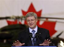 <p>Canadian Prime Minister Stephen Harper speaks to workers at the Bell Helicopter Textron Canada Ltd. factory in Mirabel Quebec, January 14, 2011. REUTERS/Shaun Best</p>