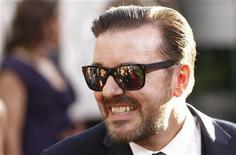 <p>Apresentador dos Globos de Ouro, Ricky Gervais, chega à cerimônia de entrega dos prêmios em Beverly Hillsy. Gervais pode ter desagradado aos críticos e membros do público na cerimônia, na noite de domingo, mas os espectadores parecem ter sintonizado o programa em número maior que os de um ano atrás. 16/01/2011 REUTERS/Danny Moloshok</p>