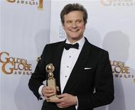 """<p>Colin Firth com seu Globo de Ouro por """"O Discurso do Rei"""", na cerimônia de entrega do prêmio em Beverly Hills. Seu filme foi indicado a 14 prêmios Bafta nesta terça-feira. REUTERS/Lucy Nicholson</p>"""
