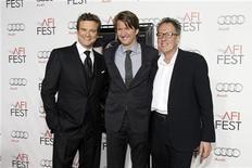 """<p>Режиссер фильма """"Король говорит!"""" (в центре) с актерами Колином Фертом (слева) и Джеффри Рашем (справа) на показе фильма в Голливуде, штат Калифорния, 5 ноября 2010 года. Фильм """"Король говорит!"""" стал фаворитом Британской академии кино и телевизионных искусств (BAFTA), претендуя на получение премии в 14 номинациях. REUTERS/Mario Anzuoni</p>"""