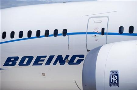 The engine and body of the Boeing 787 Dreamliner is seen at the Farnborough International Airshow 2010 in Farnborough, southern England July 19, 2010. REUTERS/Kieran Doherty (BRITAIN - Tags: TRANSPORT BUSINESS)