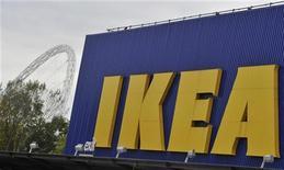 <p>Магазин IKEA в Лондоне 15 октября 2010 года. Терпящий фиаско в борьбе с коррупцией Кремль послал сигнал моральной поддержки одному из наиболее последовательных борцов с разъедающим Россию злом - шведскому концерну ИКЕА. REUTERS/Toby Melville</p>