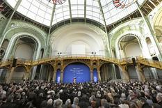 <p>Nicolas Sarkozy présente ses voeux au monde de la culture au Grand Palais. Le président français a dit souhaiter organiser un G20 des droits d'auteur sur internet pour coordonner la protection et la rémunération de la création face au téléchargement. /Photo prise le 19 janvier 2011/REUTERS/Philippe Wojazer</p>