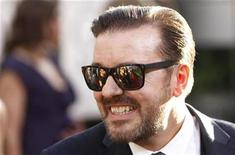 """<p>Foto de archivo del presentador de los premios Globos de Oro Ricky Gervais a su llegada a la ceremonia en Beverly Hills, EEUU, ene 16 2011. Gervais afirmó no haber hecho nada malo mientras animaba la ceremonia de los Globos de Oro en Hollywood y dijo que simplemente se """"enfrentó con el elefante en el salón"""" con sus controvertidas bromas sobre malas películas y estrellas en rehabilitación. REUTERS/Danny Moloshok</p>"""