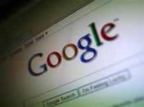<p>Imagen de archivo del buscador por internet de la firma Google visto desde un ordenador en San Francisco, EEUU, jul 16 2009. Google, la mayor firma global de búsquedas en internet, dijo el jueves que su ganancia ajustada del cuarto trimestre fue de 8,75 dólares por acción con ingresos por 8.440 millones de dólares. REUTERS/Robert Galbraith</p>