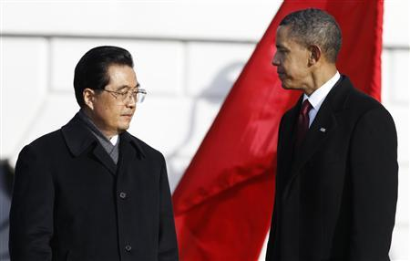 China's President Hu Jintao and U.S. President Barack Obama look at each other at the conclusion of an official South Lawn arrival ceremony for Hu at the White House in Washington January 19, 2011. REUTERS/Larry Downing (UNITED STATES - Tags: POLITICS)