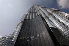 """<p>Реклама ресторана At.Mosphere в башне """"Бурдж Халифа"""", 23 января 2011 года. Экономический бум в Дубае, может, и пошел на спад, но насладиться роскошью в этом эмирате еще можно - здесь открывается один из самых """"высоких"""" ресторанов в мире. REUTERS/Jumana El-Heloueh</p>"""
