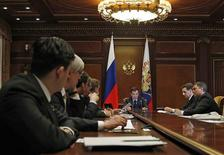 <p>Russia's President Dmitry Medvedev (C) chairs a meeting on economic issues at the presidential residence Gorki outside Moscow January 28, 2011. REUTERS/Dmitry Astakhov/RIA Novosti/Kremlin</p>