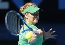 <p>Kim Clijsters durante jogo contra Vera Zvonareva nas semifinais do Aberto da Austrália. Clijsters disse nesta sexta-feira que 2011 provavelmente será seu último ano inteiro no circuito feminino de tênis. 27/01/2011 REUTERS/Yuriko Nakao</p>