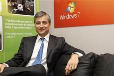 <p>Jean-Philippe Courtois, presidente da Microsoft, afirmou que a empresa vai se fortalecer no mercado de aparelhos móveis. 21/08/2009 REUTERS/Jacky Naegelen</p>