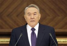 <p>Президент Казахстана Нурсултан Назарбаев выступает в парламенте в Астане, 28 января 2011 года. Конституционный совет Казахстана в понедельник признал незаконным референдум о продлении полномочий бессменного президента Казахстана Нурсултана Назарбаева до 2020 года. REUTERS/Stringer</p>