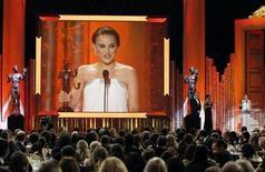 """<p>Foto de de archivo de la artista Natalie Portman del filme """"Black Swan"""" durante su discurso de agradecimiento tras recibir su galardón a la mejor actriz en la entrega de premios del Sindicato de Actores en Los Angeles, ene 30 2011. REUTERS/Mario Anzuoni</p>"""