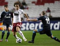 <p>David Luiz, do Benfica, foi vendido por 25 milhões de euros para o Chelsea. 7/12/2010 REUTERS/Hugo Correia</p>