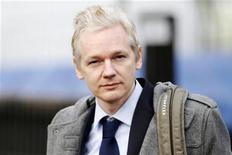 <p>Assange estaria planejando vazar documentos internos de um grande banco norte-americano. 11/01/2011 REUTERS/Andrew Winning</p>