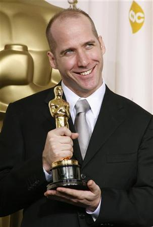 Best Original Screenplay winner Michael Arndt of ''Little Miss Sunshine'' poses backstage with his award at the 79th Annual Academy Awards in Hollywood, California, February 25, 2007. Arndt is in negotiations to work on the script for Disney's ''Snow and the Seven,'' one of three rival Snow White projects in the works. REUTERS/Mike Blake