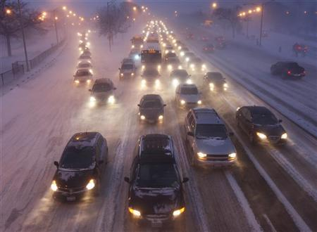 Rush hour traffic crawls as blowing snow batters Lake Shore Drive in Chicago February 1, 2011. REUTERS/John Gress (UNITED STATES - Tags: ENVIRONMENT TRANSPORT)