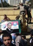<p>Сторонники президента Египта Хосни Мубарака в центре Каира, 2 февраля 2011 года. Сторонники египетского президента Хосни Мубарака с дубинками и хлыстами, верхом на конях и верблюдах прискакали на центральную площадь Каира, где тысячи человек уже несколько дней требуют отставки президента. REUTERS/Yannis Behrakis</p>