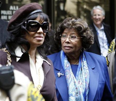 Michael Jackson's sister Rebbie (L) and mother Katherine leave the arraignment of Doctor Conrad Murray, the late Michael Jackson's personal physician, in Los Angeles, California, January 25, 2011. REUTERS/Lucy Nicholson