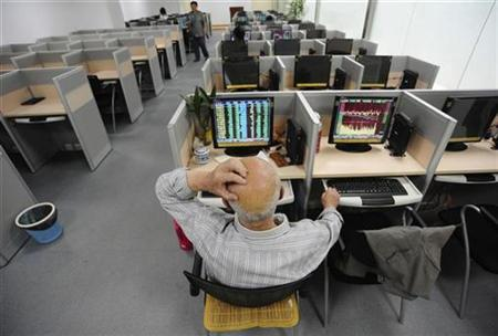 An investor scratches his head in front of a computer screen showing stock information at a brokerage house in Hefei, Anhui province, May 6, 2010. REUTERS/Stringer