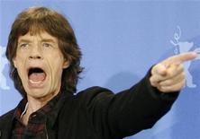<p>Mick Jagger posa para foto durante o festival de filmes de Berlim, em 2008, na Alemanha. O vocalista dos Rolling Stones vai se apresentar ao vivo na entrega dos Grammy Awards, pela primeira vez em sua carreira, na cerimônia que terá lugar neste mês em Los Angeles. 07/02/2008 REUTERS/Fabrizio Bensch</p>