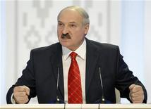 <p>Александр Лукашенко на пресс-конференции в Минске, 20 декабря 2010 года. Президент Белоруссии Александр Лукашенко в пятницу сменил министра промышленности и руководителя концерна Белнефтехим, сообщила пресс-служба президента. REUTERS/Gleb Garanich</p>