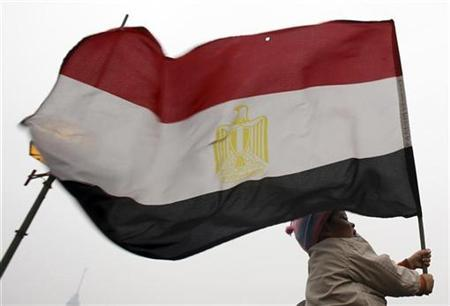 A girl holds an Egyptian flag near Tahrir Square in Cairo February 5, 2011. REUTERS/Amr Abdallah Dalsh