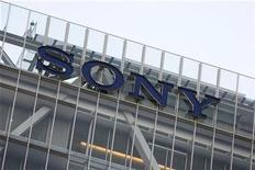 <p>Foto de archivo del logo de Sony en la sede de la compañía en Tokio, dic 10 2008. Sony Corp tiene como objetivo incrementar las ventas de televisores de pantalla plana en el año fiscal que empieza en abril y modificará la adquisición de paneles LCD para rebajar sus costos y hacer rentable su agobiado negocio de televisores, dijo un importante ejecutivo. REUTERS/Stringer</p>