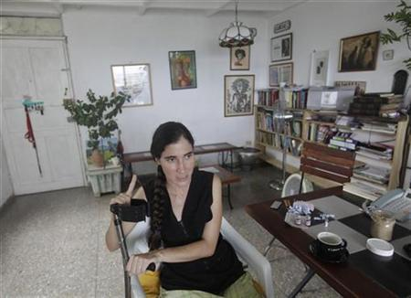 Cuban blogger Yoani Sanchez talks to Reuters in her house in Havana November 9, 2009. REUTERS/Enrique De La Osa