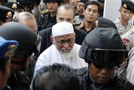 Radical Indonesian cleric Abu Bakar Bashir arrives for his trial at the South Jakarta court February 10, 2011. REUTERS/Enny Nuraheni
