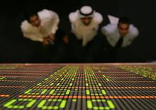 <p>Traders watch a quotation board at the Dubai stock exchange, June 7, 2006. REUTERS/Asghar Khan</p>
