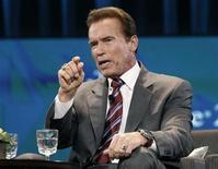 """<p>Foto de archivo del actor y ex Gobernador del estado estadounidense de California Arnold Schwarzenegger durante una conferencia en Long Beach, oct 26 2010. Arnold Schwarzenegger está cambiando su famosa frase de """"Volveré"""" a """"He vuelto"""". REUTERS/Mario Anzuoni/Files</p>"""