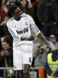 <p>O atacante Emmanuel Adebayor, do Real Madrid, disse estar feliz por trabalhar com o técnico português José Mourinho. 06/02/2011 REUTERS/Andrea Comas</p>