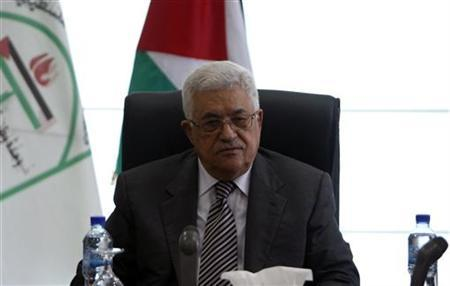 Palestinian President Mahmoud Abbas (C) attends a Palestinian Liberation Organization (PLO) executive committee meeting in the West Bank city of Ramallah January 26, 2011. REUTERS/Mohamad Torokman